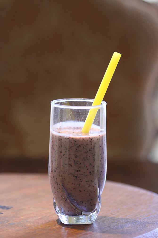 Kalette And Blueberry Smoothie1